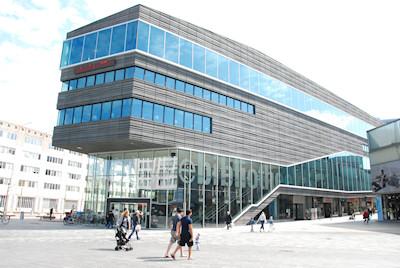 Mooi nl almere foto panoramisch zicht op eigentijdse architectuur postzegelblog - Moderne bibliotheek ...