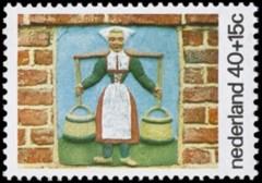 NVPH 1080 - Kinderzegel 1975 - melkmeisje